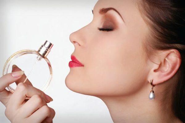 بوییدن عطر