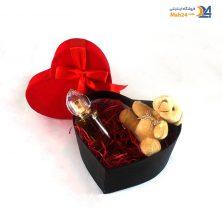 جعبه کادویی طرح قلبی با درب مخمل قرمز